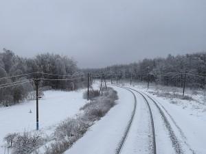 Между станциями Чагра и Разенский КбшЖД водитель автомобиля выехал на ж/д переезд перед приближающимся грузовым поездом.
