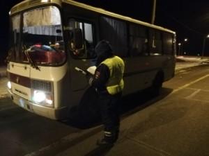 Так, инспекторы ДПС Нефтегорска совместно с участковыми уполномоченными полиции провели сплошную проверку пассажирских автобусов.
