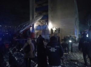 Крупный пожар в бывшем общежитии Сызрани тушили 48 человек