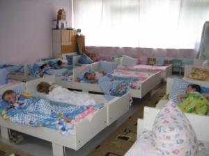 В полицию поступило сообщение от прохожего, что по Пятницкому шоссе идет маленький ребенок без сопровождения родителей.