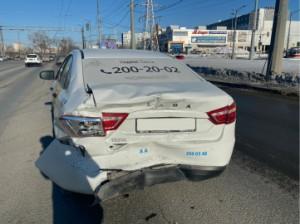 В Самаре автомобилистка на иномарке врезалась в Лада Веста