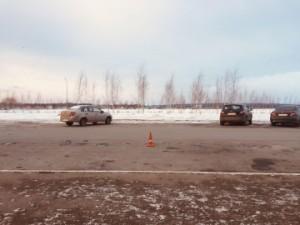В аэропорту Курумоч водитель сбил пешехода Тот грузил багаж в машину.