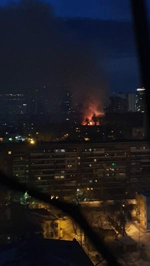 В Самаре с утра горит дом на ул. Чернореченской  Подробности ЧП пока выясняются.