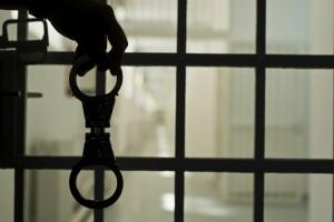 Бывший начальник управления ФСИН Виктор Свиридов попытался покончить с собой после приговора по делу о вымогательстве. Его должны были взять под стражу в зале суда.
