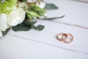 Накануне Дня всех влюбленных 5% россиян сообщили о планах вступить в брак в 2020 году.
