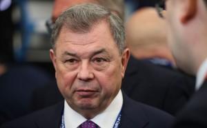 Анатолий Артамонов, руководивший регионом с 2000 года, подал заявление об уходе в отставку по собственному желанию.