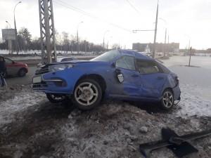 В Тольятти легковушка врезалась в сугроб, пострадала женщина
