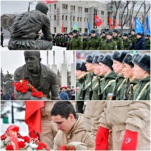 На площади Памяти к монументу воинов, погибших в необъявленных войнах, возложили цветы.