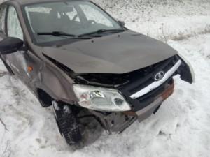 В Волжском районе водитель на Лада Гранта перевернулся в кювет Он пострадал в ДТП.