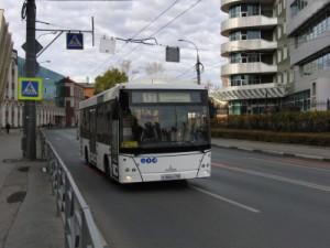 Это связано с тем, что поменяется место отстойно-разворотных площадок указанных маршрутов общественного транспорта в районе конечных остановок.