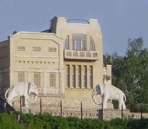 В Самаре закрыт доступ к Даче со слонами из-за ее состояния