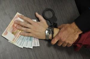 Взятки получали  в качестве незаконного вознаграждения за общее покровительство в осуществлении розничной торговли.