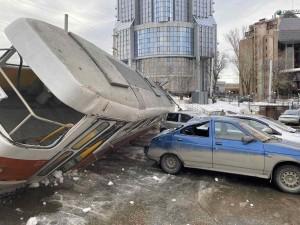 По предварительным данным, авария произошла из-за технической неисправности трамвая.