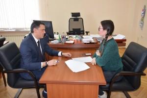 В минсельхозе СО состоялось подписание договоров на предоставление единовременной и ежемесячной выплат шести молодым специалистам с/х сектора.