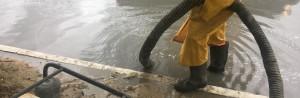 Ведутся работы по откачке воды на участке дороги (км 974), задействованы четыре насоса. К устранению подтопления привлечены городские коммунальные службы.