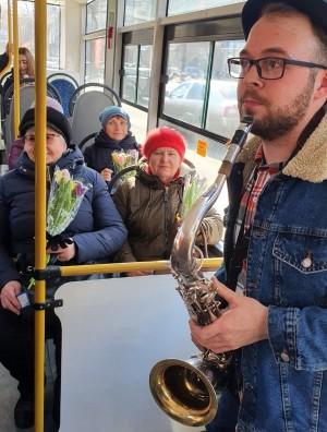 Романтичный саксофон, тысяча тюльпанов и другие сюрпризы.