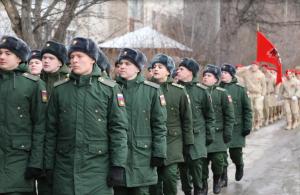 Военнослужащие 2-й Гвардейской общевойсковой армии и юнармейцы провели мини-парад у дома участницы ВОВ старшины Зинаиды Федоровны Шкуратовой.