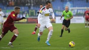В первом тайме главный арбитр матча Владимир Москалев дважды прибегал к помощи видео-ассистента.