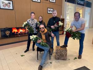 Брэд Питт, Егор Крид, Нагиев и Брюс Уиллис поздравили самарских девушек