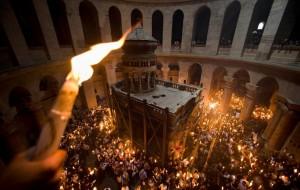 Схождение, которое верующие называют чудом, происходит ежегодно накануне православной Пасхи.