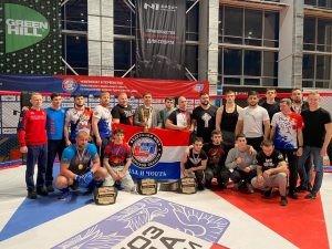 В командном зачете как среди взрослых, так и среди юношей первенствовали сборные команды Самарской области.