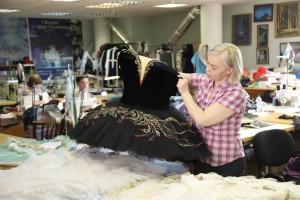 В САТОБ сегодня используется более 300 пачек, ведь в большинстве балетных спектаклей артистки появляются на сцене именно в этом, наиболее удобном для балета костюме.