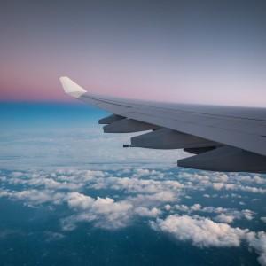 Временно находящимся в Италии иностранным гражданам сейчас разрешено покинуть страну при условии отсутствия у них выраженных симптомов заболевания.