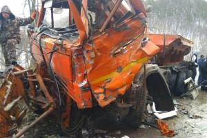 На трассе в Самарской области  столкнулись три грузовика