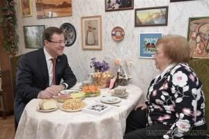 Губернатор Дмитрий Азаров поздравил с юбилеем Почетного гражданина Самарской области Елену Шпакову