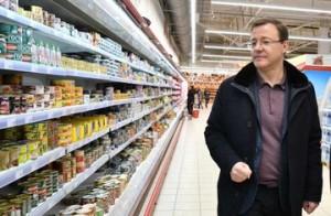 Дмитрий Азаров проинспектировал наличие необходимых товаров в гипермаркетах Самары