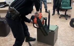 """В полиции возбудили уголовное дело по статье """"Мошенничество в особо крупном размере"""", в рамках которого провели более 20 обысков в московском регионе."""