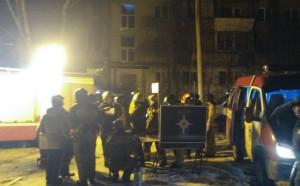 Пожар в многоквартирном жилом доме в Магнитогорске начался из-за взрыва газовоздушной смеси.