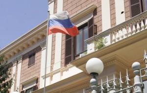 Посольство России в Италии назвало некорректными и дезинформирующими публикации в газете La Stampa о российской помощи, направленной на борьбу с эпидемией коронавируса.