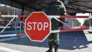Роспотребнадзору поручено обеспечить осуществление санитарно-карантинного контроля при въезде в страну.