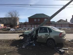 В Тольятти водитель врезался в столб Мужчина попал в больницу.