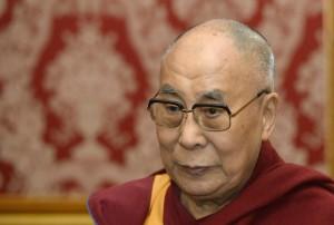 """Далай-лама приветствует """"слаженные действия стран"""" для ограничения масштабов пандемии."""