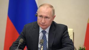 Путин поручил полпредам обеспечить выполнение мер по борьбе с COVID-19.