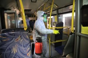 В течение дня, в перерывах между выходами машин на линии, кондуктор также дополнительно обрабатывает поверхности автобусов специальными средствами.