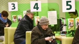Отделение Самарского банка Сбербанка России готово выплатить пенсии и социальные выплаты в апреле текущего года в полном объеме.