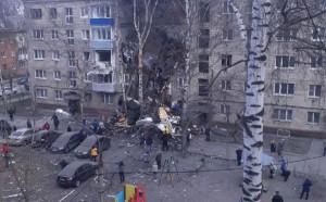 Взрыв газа привел к обрушению подъезда, один человек погиб.