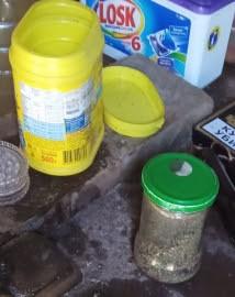 В Пестравском районе у мужчины в гараже нашли банку и бутылку с наркотиками