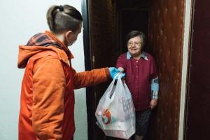 Необходимо отметить, что к оказанию помощи пожилым людям допускаются добровольцы, состояние здоровья которых не вызывает сомнений.