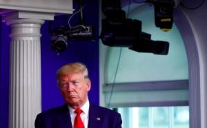 Президент считает, что организация слишком много времени уделила Китаю. Он пригрозил ВОЗ пересмотром программы финансирования.