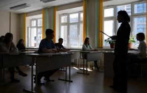 В Рособрнадзоре пояснили, что ОГЭ сдают вдвое больше школьников, чем ЕГЭ. Эта мера направлена на то, чтобы уменьшить потоки.