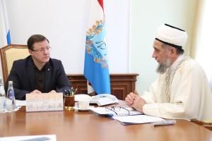 Дмитрий Азаров встретился встретился с председателем регионального духовного управления мусульман Самарской области Талипом Яруллиным.