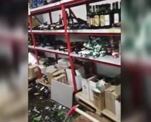 По информации полиции водитель превысил скорость и не справился с управлением, в результате заехал в магазин и разнес там полки, нанеся существенный урон.
