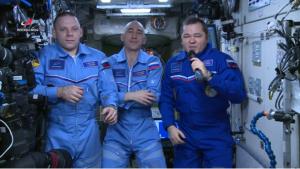 Россиян поздравили с Днём космонавтики с борта МКС