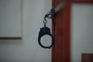 Мужчины напали на медицинскую сестру, угрожали ей и санитару физической расправой.