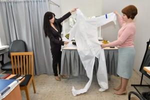 Самарское швейное предприятие в новых условиях переориентировались и на пошив масок. В сутки делают порядка 15 тыс. штук.