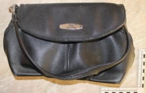 В Нефтегорске мужчина украл женскую сумку и оставил ее себе